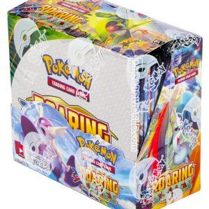 Een boosterbox Pokemon kaarten Roaring Skies uit mei 2015. In elke box zitten 36 boosters. Elke booster bevat 10 pokemonkaarten en een code om een booster te unlocken in het computerspel Pokemon TCG Online. De volgende kaarten zijn onderdeel van de set, waarbij met name Shaymin-EX altijd erg gewild is!